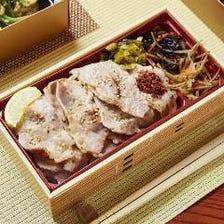 沖縄あぐー豚の塩麹焼き弁当