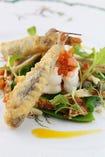 沼津港水揚げの手長海老とメヒカリのフリットのサラダ仕立て