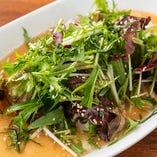 寄せ豆腐や厚揚げとはまた違った味わいが楽しめる豆腐のサラダ