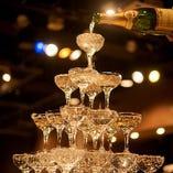 シャンパンタワーなど宴を盛り上げる演出が多彩