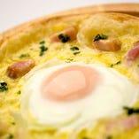 とろっとろ卵のカルボナーラピザ