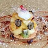 マンゴーとレモングラスのジェラート  ジュニパーベリーのソースとナッツのキャラメリゼ
