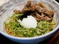 広島で人気の【 汁なし 担担麺 】