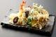 旬の食材をカラリと揚げる、ごま油の香ばしさが魅力の天ぷら