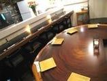 天然切り株のテーブル席 2~5名様  語り合いにぴったり