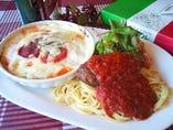 ミニハンバーグ添えスパゲティとチロル風グラタンセット