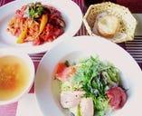 サラダたっぷり前菜添え+少な目メインランチ