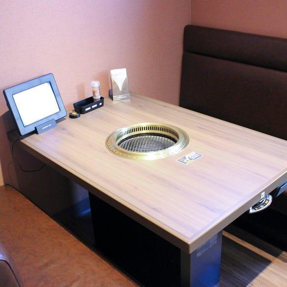 半個室席やテーブル席がございます