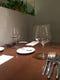 テーブルは4名席、2名席とあり、6、8名席も繋げてご用意できます