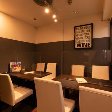 ワインとオマール海老の店 UOMO  店内の画像