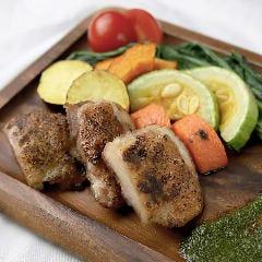 新食感!!低温調理仕込み「近江鶏もも肉」ジューシーロースト ジェノベーゼソース