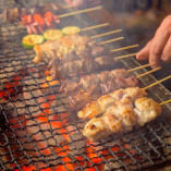 炭火香る厳選食材の深い味わいを堪能