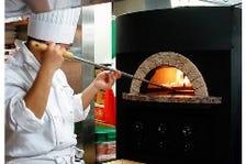 自慢の窯焼きナポリ風ピッツァ