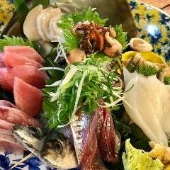 鮮魚のおさしみ盛り合わせ