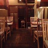 【2階テーブル席】お仲間とのお食事からおもてなしの宴会まで。全27席
