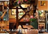 古材の梁や横木が印象的 カワイイ小物いっぱいの店内