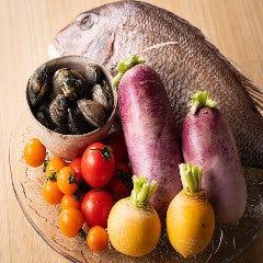 新鮮魚介に旬野菜、フルーツも!