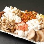 国産10種類の色々な木の子と国産自然野菜の多彩なベジ料理