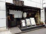 藤沢駅から徒歩4分!暖簾と提灯が目印の和な店構え◎
