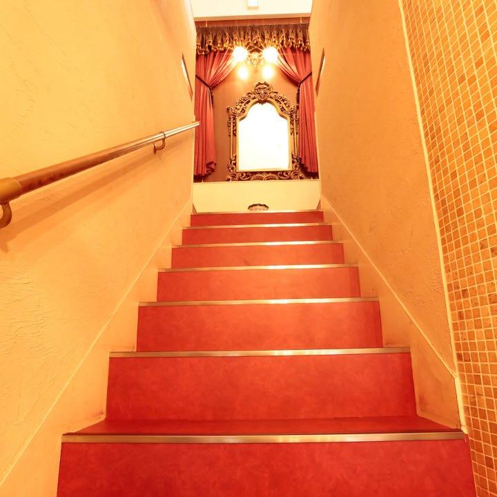 舞台のような吹き抜け階段♪いつもとは少し違う雰囲気に