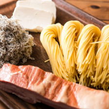 生麺をはじめ厳選食材で織りなす