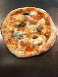 鉄板マルゲリータピザ 850円
