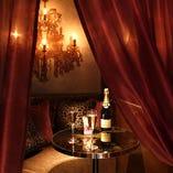 【amore vano】   アモーレとはイタリア語で【愛】という意味!!ゆったりソファーのカップルシート♪ そこは二人だけの特別な空間・・・・ 真実の愛を・・・。