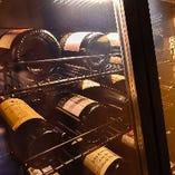 ワインセラーには多彩な銘柄が保管されています