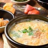 【土鍋雑炊御膳】 地どりのガラから5時間かけて作るスープが◎