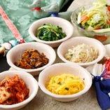 新鮮野菜を使用した前菜の数々