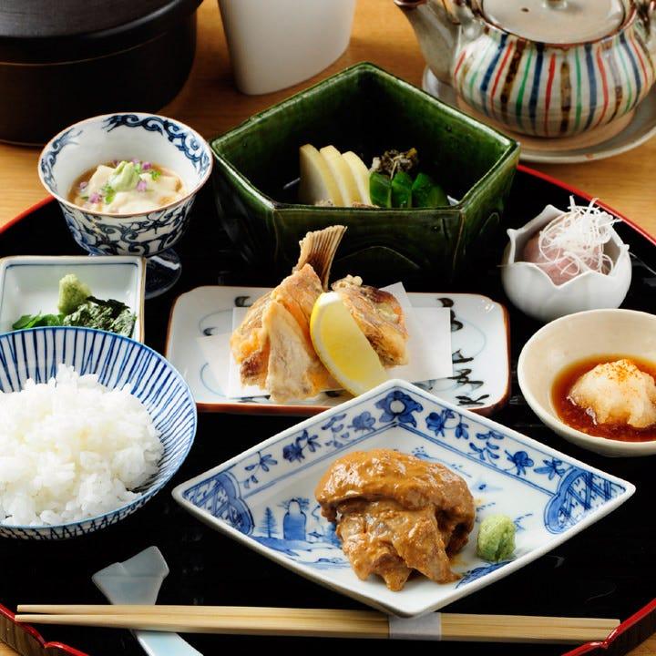 名物料理を昼膳で楽しむ『鯛茶御膳』