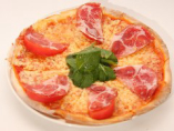 ピザは、焼き立てのものをお出しいたします。