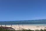 当店から徒歩5分ほどのビーチ。(駐車スペースはありません)
