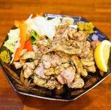 博多地鶏の炭火焼 1人前680円/2人前1,200円