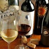 こだわりのワインは、60種類以上以上をリーズナブルに取り揃え!