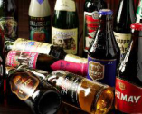 世界各国から仕入れたビール、ワインは 種類が豊富。