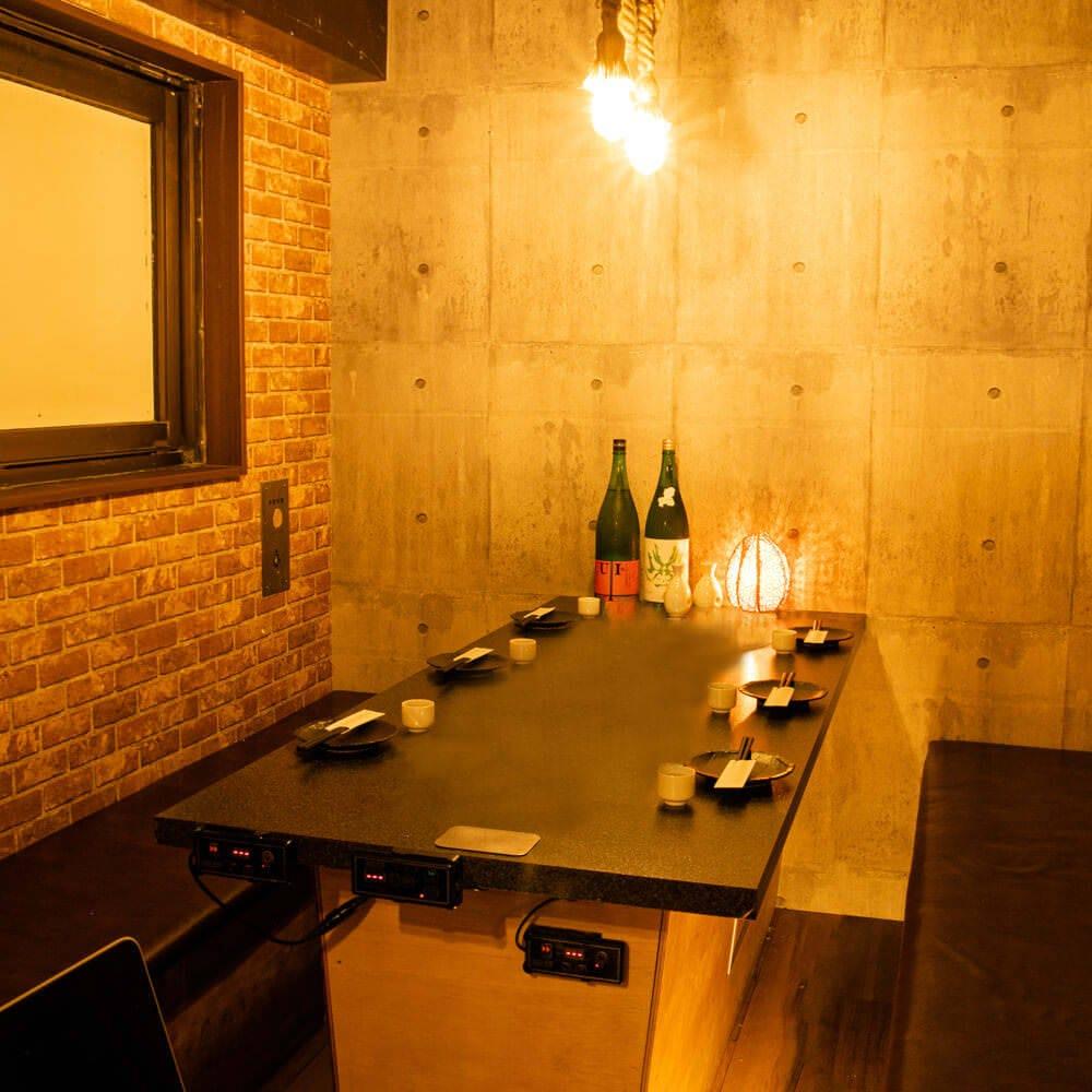 上質な和空間が広がる店内。 少人数様でも利用可能な個室完備!