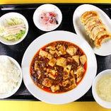【夜定食】四川麻婆豆腐と焼き餃子の定食
