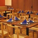 テーブル席【2名様×13卓】広々とした開放的な空間。人数に合わせてご案内