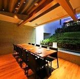 歓迎会にも最適な最大30名様ご案内可能な完全個室。お外を望める当店自慢の空間。