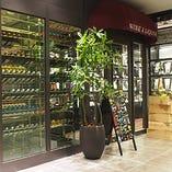 隣接のワインショップから 世界のワインをお持ち込みOK!!