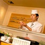 経験豊かな職人の技術と心意気が詰まった寿司をご堪能あれ