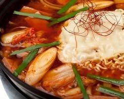 スープは8種類、かに、豆腐チゲ、参鶏湯、麺類5種類
