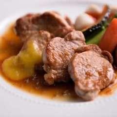 鹿児島産黒豚フィレ肉のソテー ジンジャーマンゴーソース