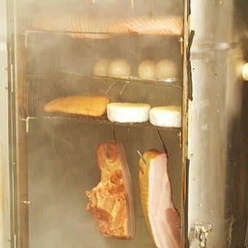 お店で毎日燻製!!自家製の燻製料理