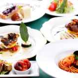 D 魚と肉料理の2種類のメイン料理がついた充実のフルコース