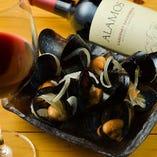 広島宮島から直送のムール貝。 ワイン蒸し