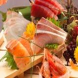 【 鮮魚 】 新鮮なお刺身と厳選された日本酒がベストマッチ♪