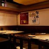 店内奥でご宴会にぴったり◎片側ベンチシート席(2〜4名様×4卓)