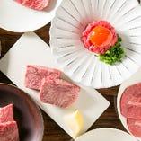"""神戸牛の新たな魅力を発見する""""ユッケ""""も。嘉では、5種のアレンジユッケをご用意しております"""